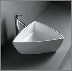 Trekantet porcelænshåndvask til montering på bord